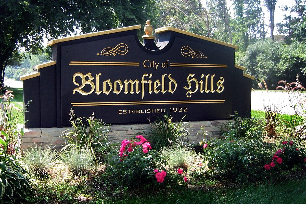 bloomfield hills city sign